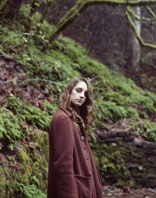 Sami at Multnomah Falls in Oregon. Ari Gabel ©