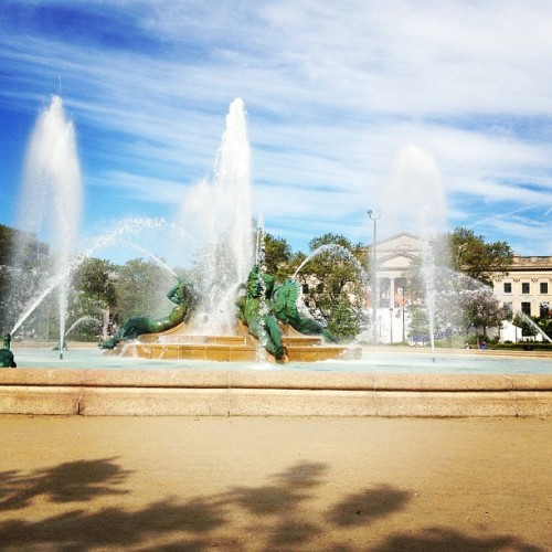 Morning run with @jckattack #motivation #run #philadelphia #fountain #spring (at Logan Square)