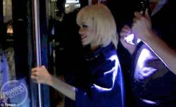 @rihanna headed to her NYC hotel last night in a blonde wig (5/13/2013) [3/6]  Source: rihannadaily.com