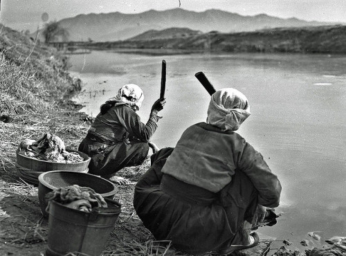 koreacorea:  Washing Clothes in Han River:1945 by dok1 on Flickr. Wonderful pictures of pre-war Korea by USA photographer Don O'Brien on flickr. More pictures from this set here.