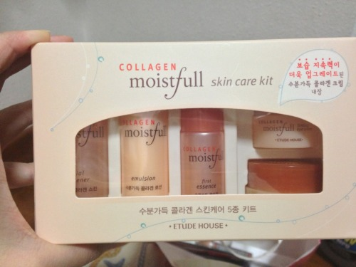 Moistfull collagen skin care kit (5 pieces) Moistfull collagen facial freshener Moistfull collagen emulsion Moistfull collagen first essence Moistfull collagen cream Moistfull collagen firming eye cream Gift with purchase.So happy when the saleslady handed this to me. A perfect kit for traveling. ~AG~