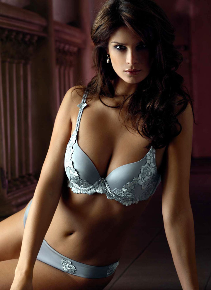 lavinialingerie:  Seductive Cleavage … Pretty Plunge Bra & Undies #Lingerie Set