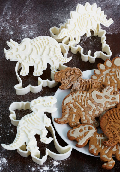 carabiru:  waltzingmatildablog:  Coolest cookie cutters ever!  WANT!