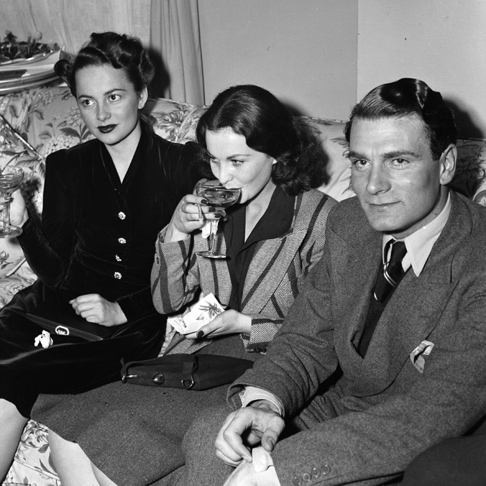 atlantahistorycenter:  Olivia de Havilland, Vivien Leigh, and Lawrence Olivier at a press party at Atlanta's Georgian Terrace Hotel during the premiere of Gone With the Wind. Browse and order prints from our collection.
