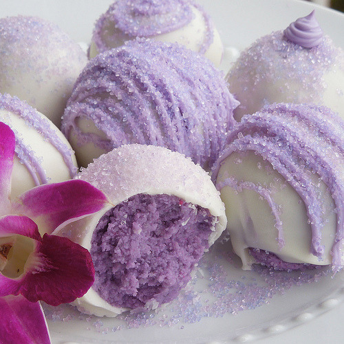 thecakebar:  Beautiful Lavender Cake Balls Tutorial