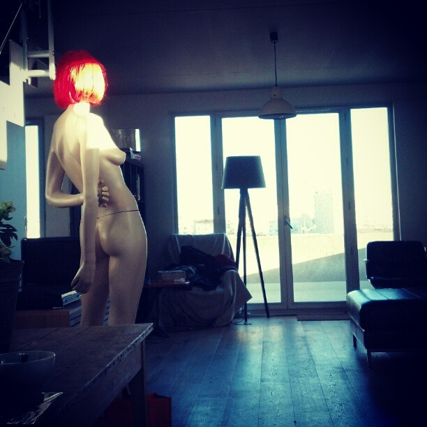 #home #red #woman #light #flat #paris #family