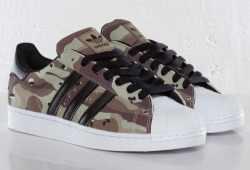 camo superstars. don´t reduce me on only landing camos ;)