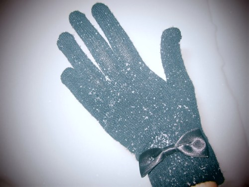 more snow in Moldova, but i'm not scared, cause i have gloves :))