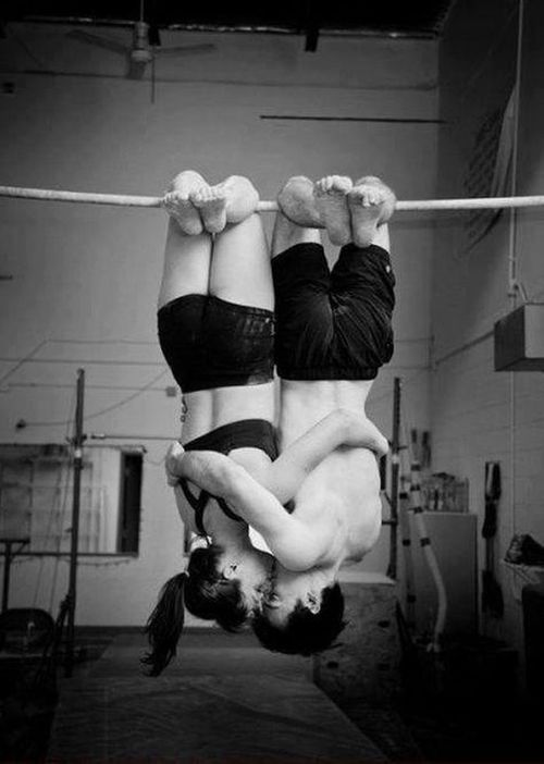 fitgirllivinginabikini:  Couples that train together, stay together. <3