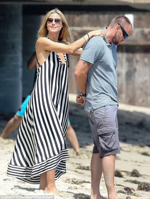 I absolutely love this striped, flowy dress that Heidi Klum wore to the beach, though it's hard to tell if it would be as flattering for non-supermodels. For a similar look, try this Moa Moa dress from Dillard's.