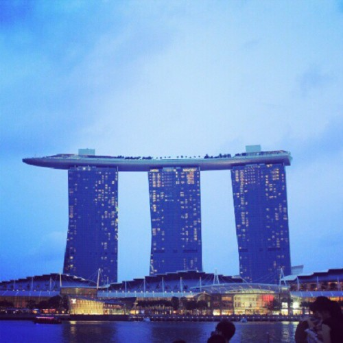One new famous landmark of the city. The MBSS #singapore #marinabaysands #building #landmark #icon #architecture  (at Marina Bay Sands)