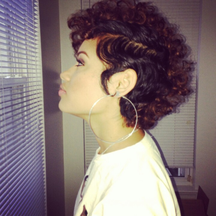 Ugh love this hair and the big hoops. To die for!
