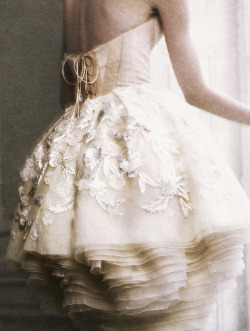 stopdropandvogue:  Michelle Westgeest wearing Christian Dior Haute Couture Fall/Winter 2009 photographed by Yuval Hen