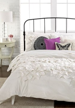 myidealhome:  textured duvet (via Decorating Ideas)