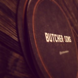 Coaster (en Butcher & Sons)