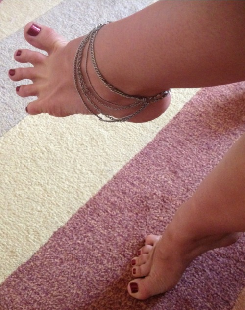 mswhitneymorgan:  Freshly painted tootsies!