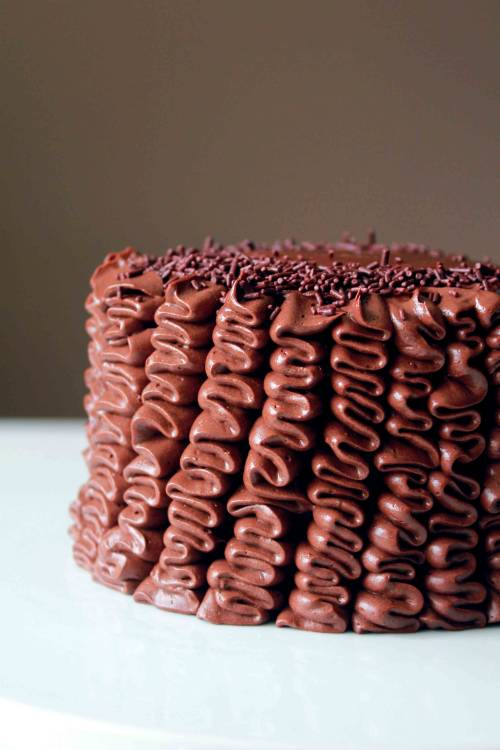 f00d4lyfe:  Mini Double Chocolate Ruffle Cake http://ohsweetday.com/2013/05/mini-double-chocolate-ruffle-cake.html