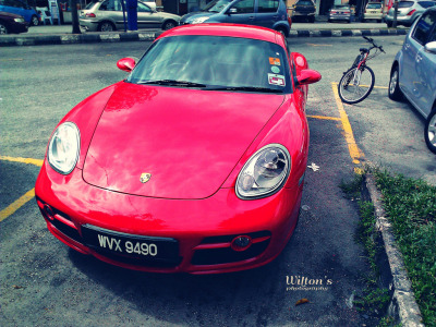 carpr0n:  Red baron Starring: Porsche Cayman (by Jason Wilton)