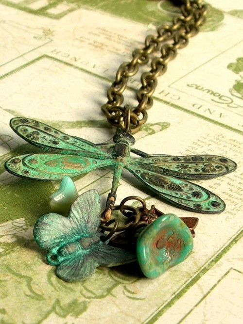 nikeleenike:  (со страницы Vintage Dragonfly Necklace by cafeolebeads on Etsy | We Heart It)