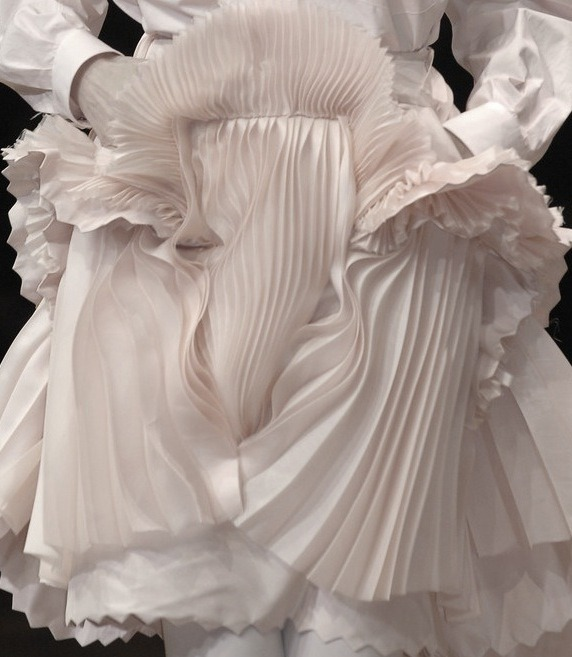 idreamofaworldofcouture:  Givenchy Autumn/Winter 2007