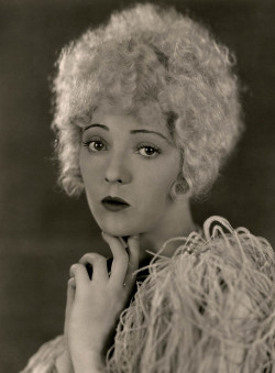 maudelynn:  Dorothy Mackaill in a publicity still for Lady Be Good c.1928