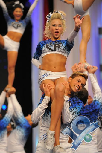 cheeraddiction:  and here i thought i was the only one who served face while stunting
