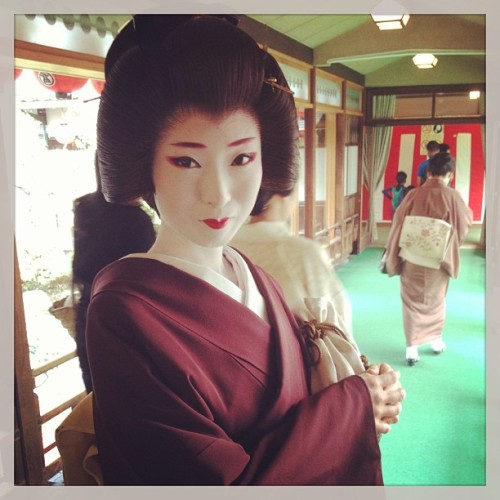 geisha-licious:  geiko Umeha by @RINTZ on Instagram