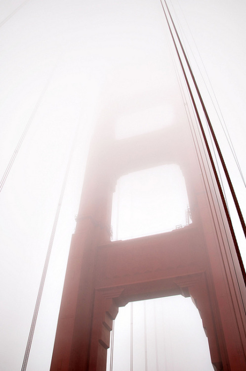 vurtual:  Golden Gate Bridge Close Up - San Francisco, CA (by pixelmepretty22)