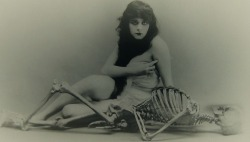 "mapetitemelancolie:  Theda Bara, 1915 -[in a publicity shot for the film ""A Fool There Was""directed by Frank Powell]"