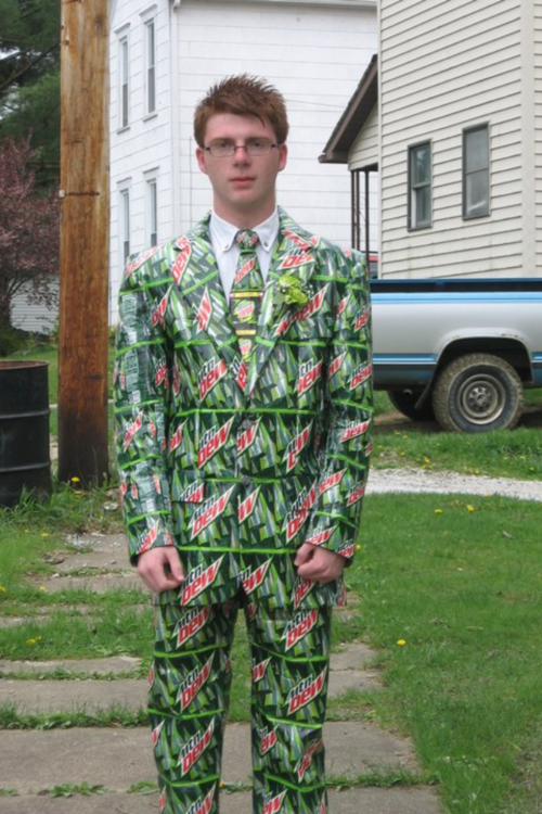 fatterpillars:  Looks like he's DEW to get laid