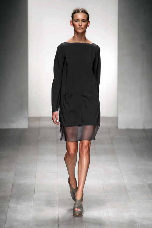 styletrove:  RUNWAY LOVE: Organza spliced hem @ M.Grachvogel