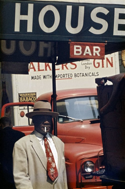 thesmithian:  +++++ art: photo, 'Harlem,' by Saul Leiter. 1960.
