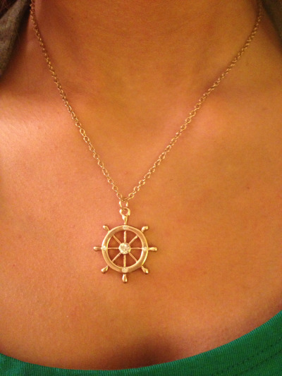sperrys-and-sunshine:  Love this necklace