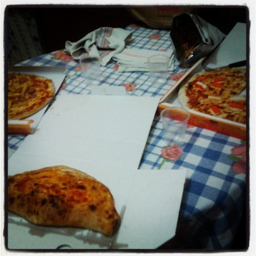 #pizzas #friends #Piero #Pappi #Andrea #Omar #good #lovely #great #goodfriends #lovethem #table