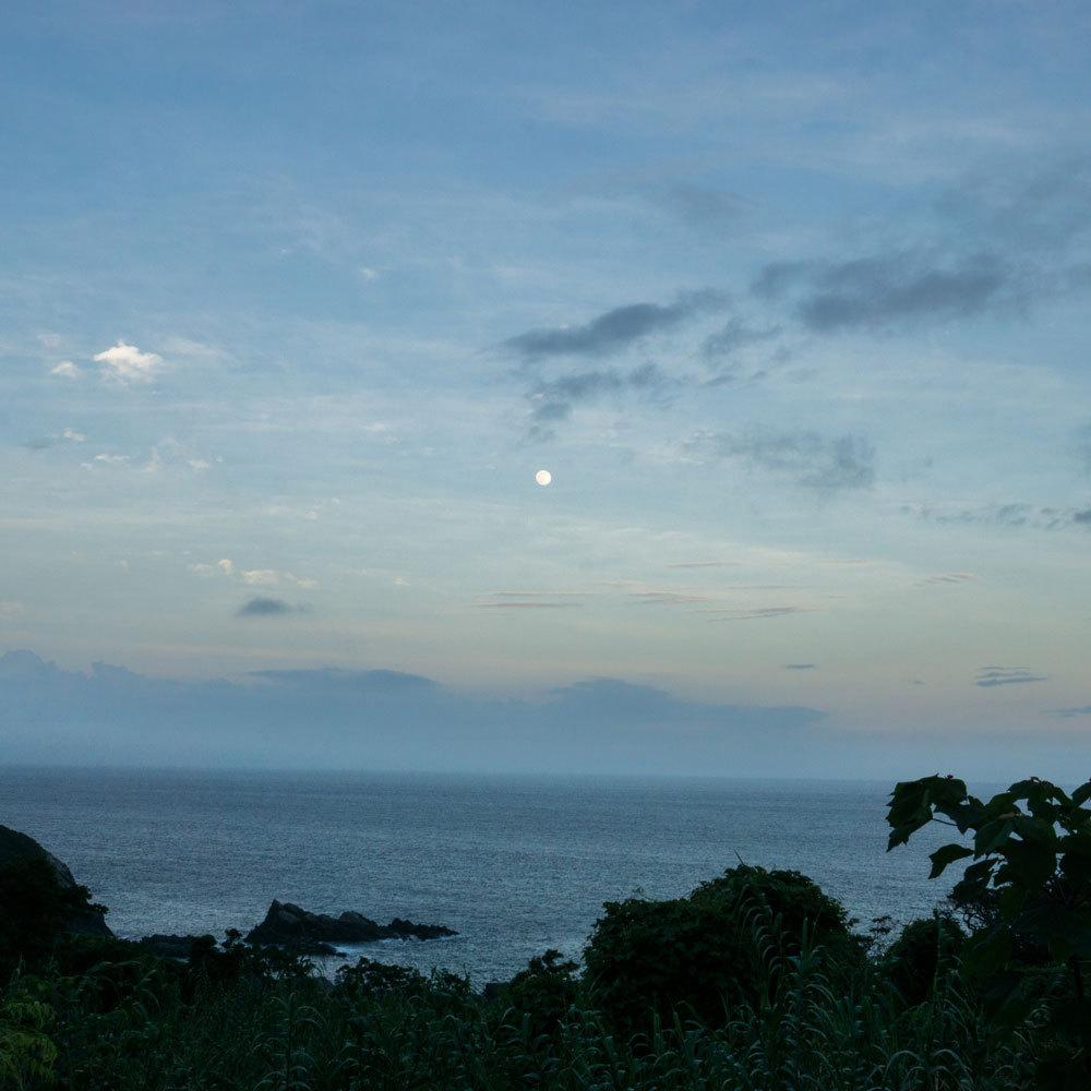 屋久島の月景色 満月と海、空