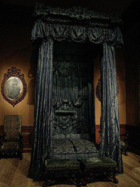 loki-in-wonderland:  rosalui:  this is the Noble and Most Ancient House of Black do nOT FUCKING ARGUE WITH ME  I want to live in it.