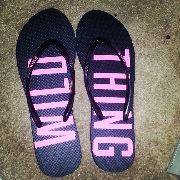 New Victoria's Secret flip flops :) Yay for flip flop season. Thanks mom. #flipflop #pink #vs #victoriassecret #earlybirthdaypresent