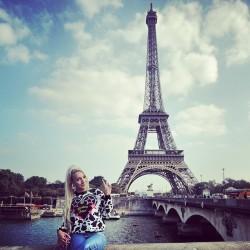 ❤️IM IN PARIS!!! ❤️ #Paris #PFW #ParisFashionWeek #AlexisKnoxStyling ❤️ wearing @maria_escote ❤️