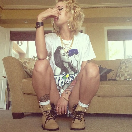 therealleaah:  caveman5star:  Lil Debbie is so bad!  Xo