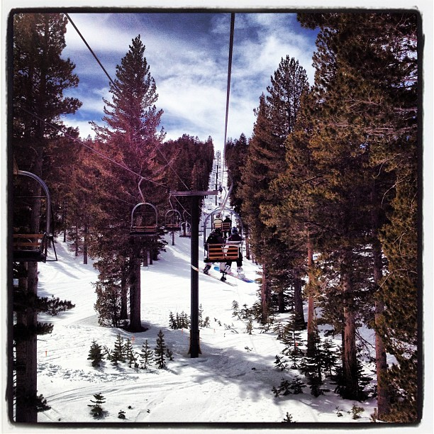 We ridin', we ridin'. #skiliftsfordays #tahoe #heavenly #therapeutic