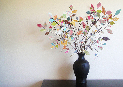 Love this idea! Fun and bright (via Everyday Mom Ideas: Scrap Paper Tree Centerpiece Tutorial (Featured guest blogger))