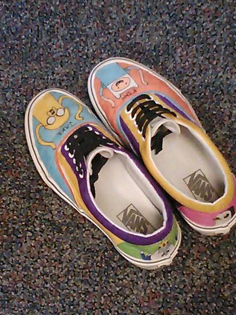 adventure-machine:  Sharpie colored shoes   want moar adventure time?