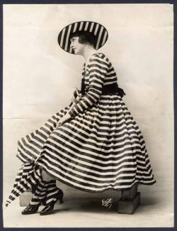 "head to toe"" theyroaredvintage:  Bathing costume, 1916."