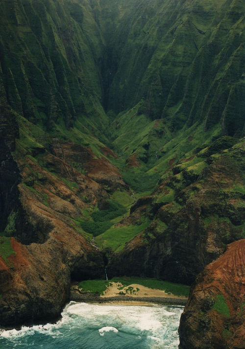 hayiey:  The Na Pali coast (by Ted Jones)
