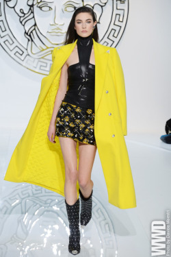 womensweardaily:  Fall 2013 Coat Trend: Hue Bet  Versace RTW Fall 2013