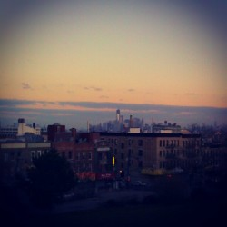 One of the highest points in #Brooklyn next too #FortGreenePark, #SunsetPark! Though its brick out I stayed up all night with the intent of seeing the #Sunrise in Sunset and its pretty rewarding lol I'm pretty sure most of you reading this are up and ready to start your day while I'm about to get nocturnal after one more upload but damn look at that #Skyline, hope you enjoyed this as much as me @zamnzambzz ;-) #brooklynpoets #NewYorkCity #explore_brooklyn #explore_community #explore_nyc #LowerManhattan #OneWorldTradeCenter #MorningSkies #MorningStart #ElBarrio #Elevated  (at Sunset Park)
