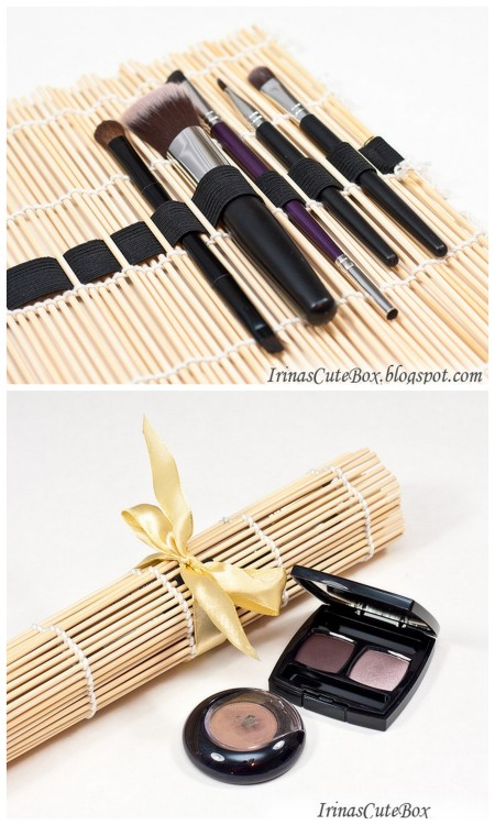truebluemeandyou: DIY Beyond Easy Sushi Mat to Compact Brush Holder Tutorial from Irina's Cute Box. Featured in DIY but not with original source.  diychristmascrafts:  DIY Beyond Easy Sushi Mat to Compact Brush Holder Tutorial from Irina's Cute Box here. Really easy project and a cheap but thoughtful gift.  truebluemeandyou: One of the easiest DIYs ever - and it's practical.