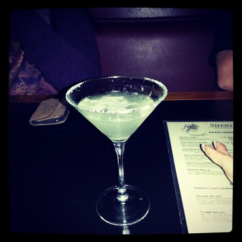 At Sirens pub after artwalk last night ..Martinis and friends with @kimgordonginnip  and    @lanebrain2012  #artistoninstagram  #gallery  #pnw #publife #instamood