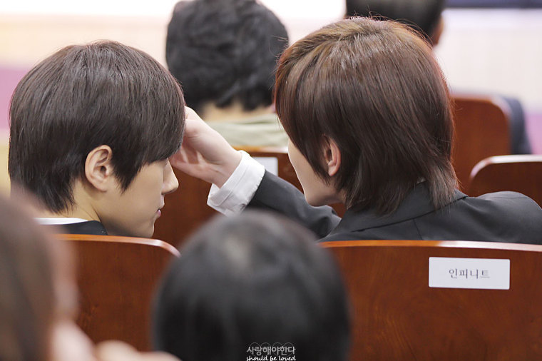 myungjongspirit:  MYUNGJONG @ KNAA SUNGJONG cares with myungsoo.. If you hates Sungjong because of their moment, I believe you just envy with Sungjong.. ~MyungJong FOREVER~ ~MyungJong ForEveryone~