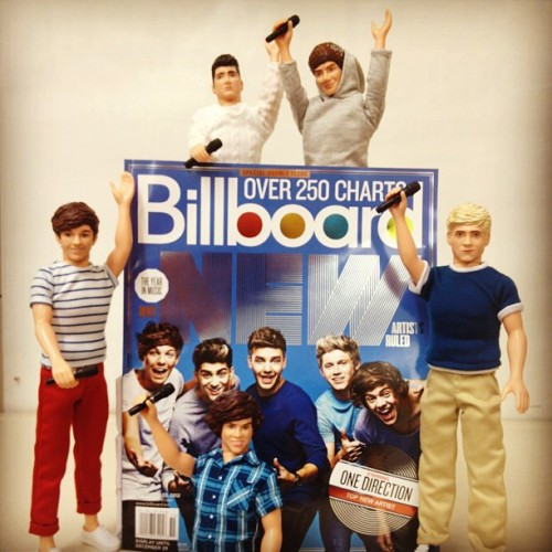 Calling all #directioners - enter to win a SIGNED 1D doll by #hasbro here: http://blbrd.co/XVscQM #1DDolls (at Billboard)